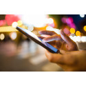 Fler än var tredje svensk kollar mobilen mitt i natten
