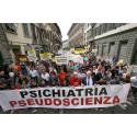 2000 KMR-medlemmar demonstrerade i Florens mot psykiatrins övergrepp
