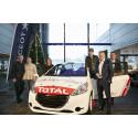 Stortalentet Oliver Solberg mottok i dag sin nye Peugeot løpsbil fra Bertel O. Steen