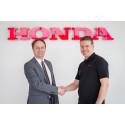 Stefan Malmgren, landschef för Honda Sverige (t.v.) och Mattias Andersson, Honda Racing Sweden.