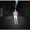 "Måns Zelmerlöw premiärspelar sin nya singel ""Hanging On To Nothing"" imorgon 20/8 på TV4's Sommarkrysset"