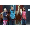 Välkomna på ponnyridning och våffelfika!