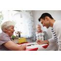Nu ska fler äldre få stöd och rehabilitering i hemmet