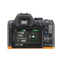 Pentax K-S2, svart/orange  bakifrån med påslagen LCD