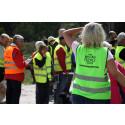 Roswi AB donerar 100 ficklampor till Missing People Sweden