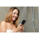 Så många unga använder mobilen i duschen