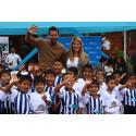 Kicken für die Kinder: Fußballstar Claudio Pizarro engagiert sich für die SOS-Kinderdörfer in Peru