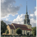 Älmhults kyrka i Småland har den vackraste kyrktuppen enligt Lands läsare.