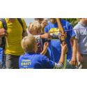 Gäster, debattörer och aktiva samsas med hundratals barn under Idrottens dag i Almedalen onsdag 6 juli