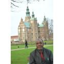 Formand for kaffekooperativet Othaya i Kenya roser Peter Larsen Kaffes indsats i området