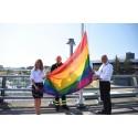 Prideflaggan i topp på Stockholm Arlanda Airport