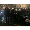 Paris vice borgmästare åker utsläppsfritt med Nollzonstaxi från Arlanda