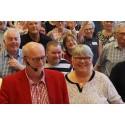 Thomas Jansson och Lillemor Holgersson med deltagare från FUB:s förbundsstämma