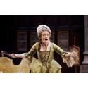 Hyllad engelsk komediklassiker på bio - live från National Theatre i London