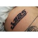 Hundratals ville tatuera in företagets logotyp