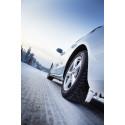 Nastoista itseohjautuviin autoihin – talvirenkaat ovat autoiluhistorian tärkeimpiä keksintöjä