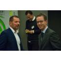 Miljø- og fødevareminister Esben Lunde Larsen og direktør i DAKOFA, Ole Morten Petersen