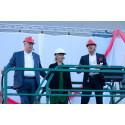 Vind i seglen när Stockholmsmässans nya entré invigdes