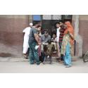 Lyhörda intryck av studenter om vardagen i indisk megastad