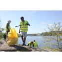 Nu ska Kungsholmens naturområden vårstädas. Ungdomar från två lokala idrottsföreningar ska rensa Kungsholmen från skräp.