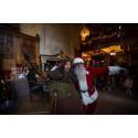 Jultomten och Lubberkin välkomnar till slottet
