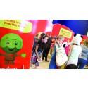 Barnen på Öland byter leksaker med Retoy för en bättre värld