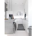 Stilrent hvidt køkken med rå detaljer