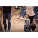 Cirkus stärker bandet mellan barn och vårdnadshavare på flykt