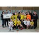 Lindorff spendet neue Trikots für Mädchenmannschaft des TuS Preussen Vlyn