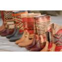 Keliboots – handgjorda boots av återvunna antika Kelimmattor