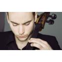 Stjärncellisten Jakob Koranyi spelar med Gävle Symfoniorkester