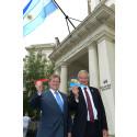Argentiinan Ison-Britannian suurlähettiläs Carlos Sersale di Cerisano ja Norwegianin konsernijohtaja Bjørn Kjos