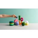 Leksaksmat från framtiden lär barn att äta insekter och matavfall