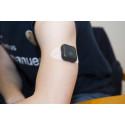 Tranmitter överför blodsockervärden till mobiltelefon.