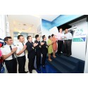 Fans Take Over the Captain's Seat to Show SilkAir's First Boeing 737-800 the Way Home
