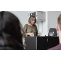 Elsebeth Gerner Nielsen, rektor på Designskolen Kolding, byder velkommen til 79 studerende fra 36 forskellige lande er repræsenteret ved indgangen til et nyt studieår.