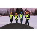 Första spadtaget - nu är Bergs Hyreshus ABs bygge av nya bostäder i Hackås igång