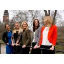 Female Leader Engineer tar emot en donation på 130000 kronor från Atlas Copco