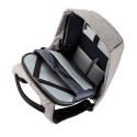 Den stöldskyddade ryggäcken har många smarta fack för olika föremål