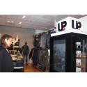 UP lanserar ett virtuellt provrum på NK i Stockholm
