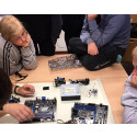 Elever från Ektorpskolan lär sig mer om IT.