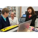 Minister joins Aberaeron community to surf the web