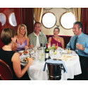 Njut av fantastisk mat och utsökt vin – till havs