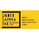 UNDER SAMMA TAK – EN TRAPPA UPP