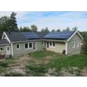 Sveriges första solcellsanläggning med AC-paneler