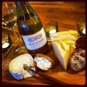 Gör det enkelt, gör det gott, bjud på vitt vin och ost ikväll