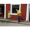 Nu är första spadtaget i marken för fibernät i Stensöden och Faresta