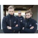 Alfred Nilsson och Sebastian Persson. I bakgrunden teamchefen Dick Jönsson Wigroth.