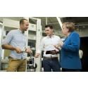 Bundeskanzlerin trifft bei UnternehmerTUM Robotik-Start-up Magazino und sieht die Revolution im Warenlager der Industrie 4.0