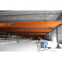 Carlhag monterar traverser i Lindbäcks nya fabrik